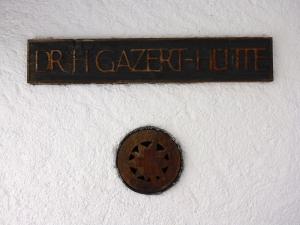 An der Hütte der Bergwacht